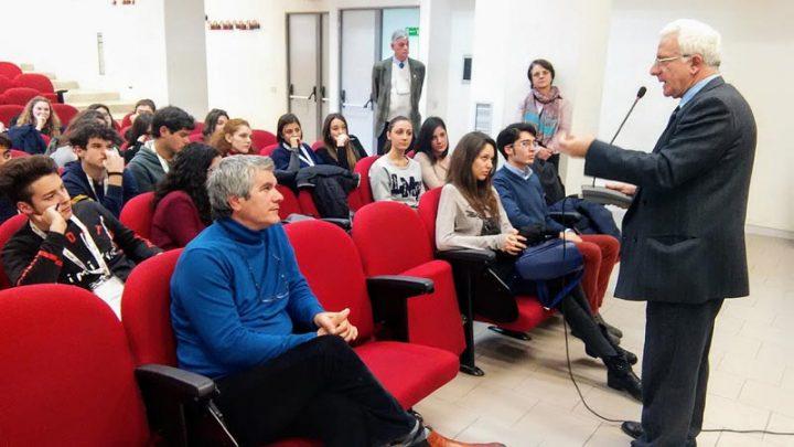 Relaziona il dott. Vincenzo Iorio - Aula Magna Università della Campania Luigi Vanvitelli